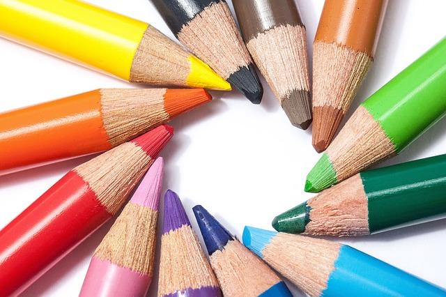 Settembre, matite colorate per la scuola