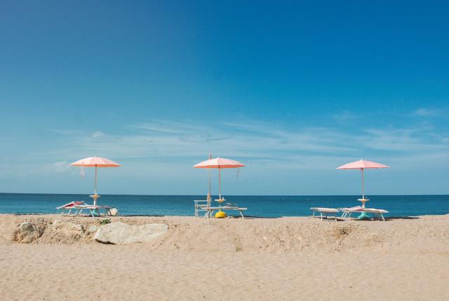 Lettore sulla spiaggia - Photo by Edoardo Busti