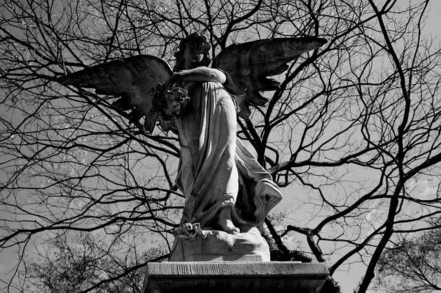 Il diavolo in città - Angelo in cimitero