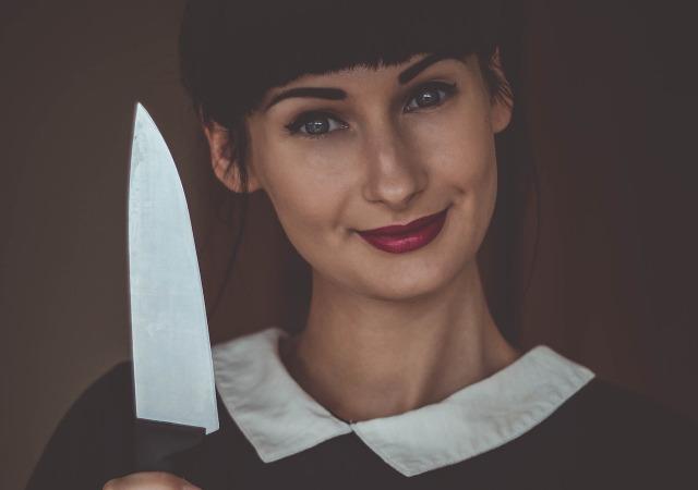 Contraddizioni femminili - donna in cucina