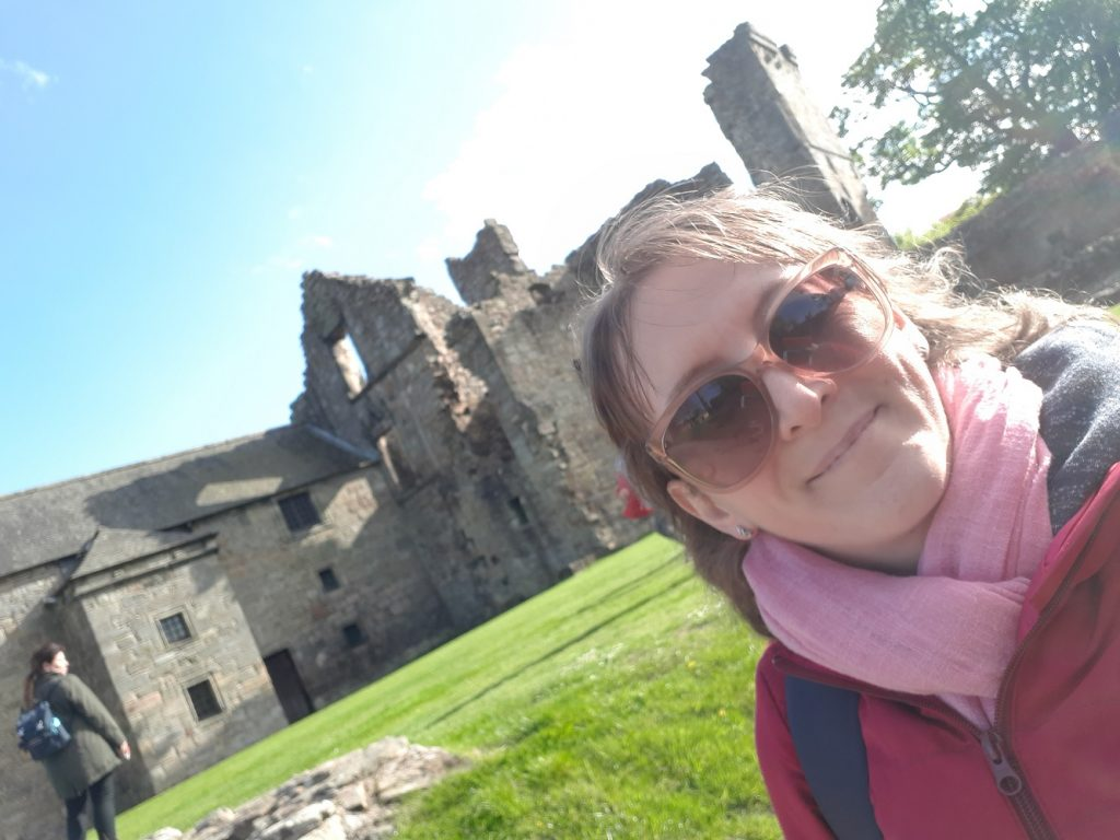 Outlander Tour - Aberdour Castle