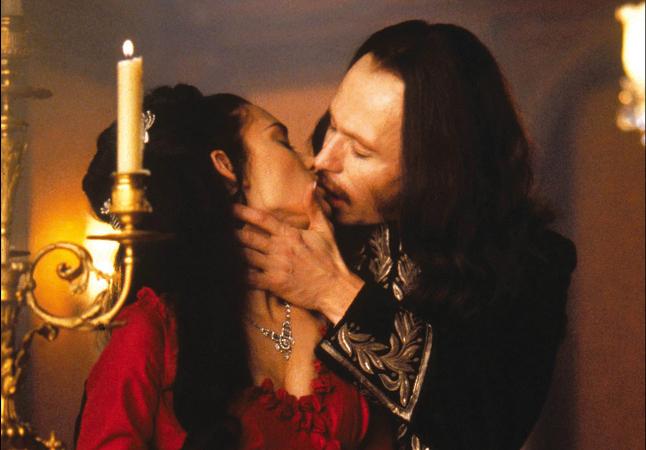 Dracula di Bram Stoker - bacio tra Mina Murray e principe Vlad