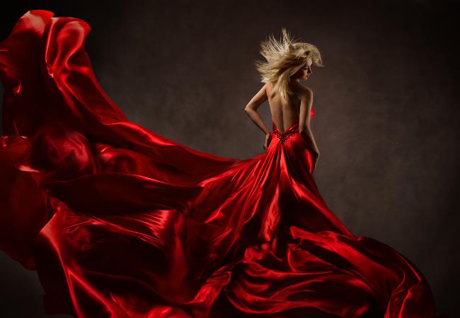 Rosso, è un vestito rosso, oggi quello che indossi, per il mio funerale...