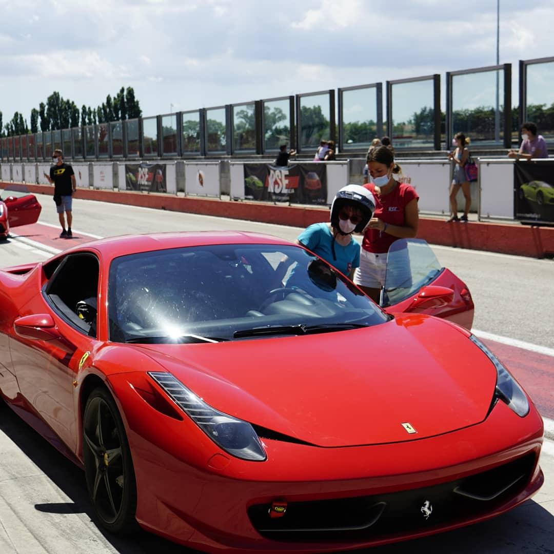 Ferrari F458 Italia - A bordo